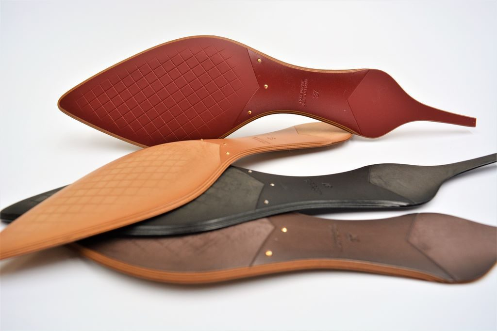 PREFABRICATED HEAT-PRINTED LEATHER LITE SOLES WITH METAL RIVETS 1