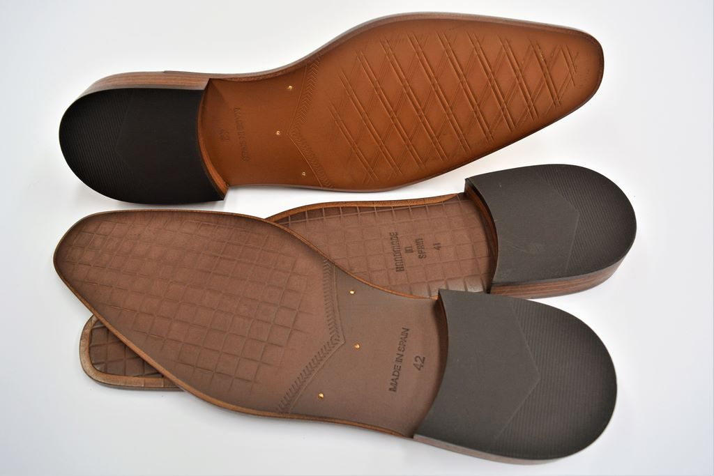 PREFABRICATED HEAT-PRINTED LEATHER LITE SOLES WITH METAL RIVETS AND HEEL 1