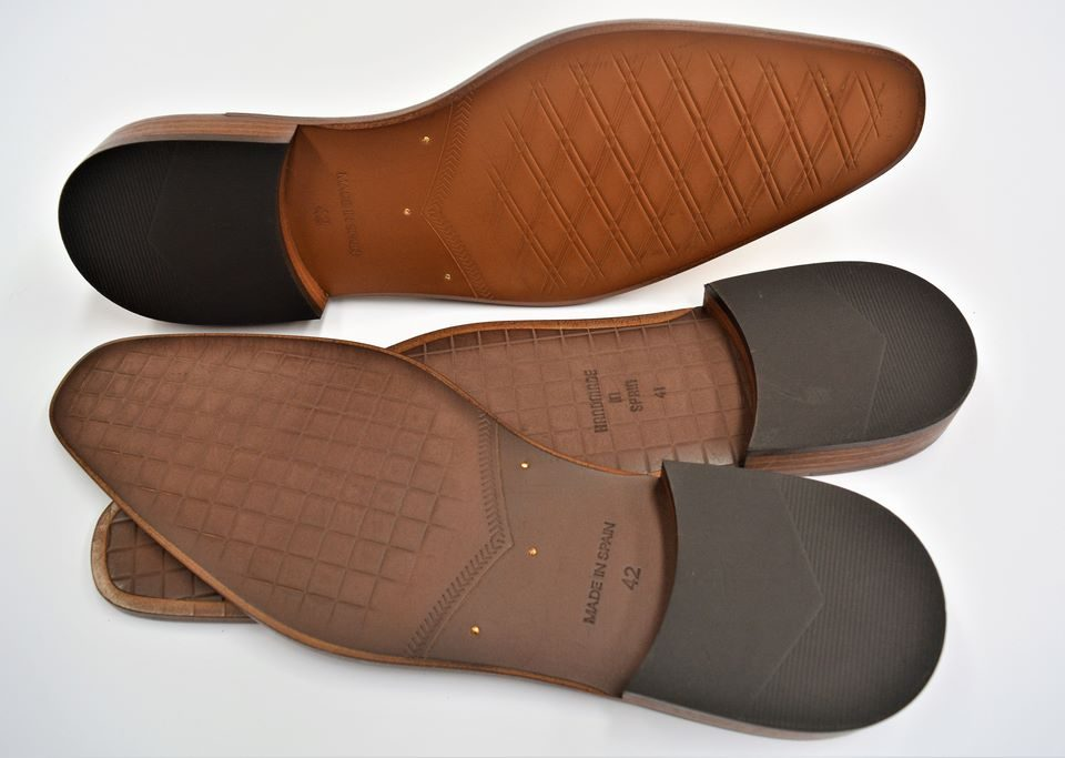 PREFABRICATED HEAT-PRINTED LEATHER LITE SOLES WITH METAL RIVETS AND HEEL