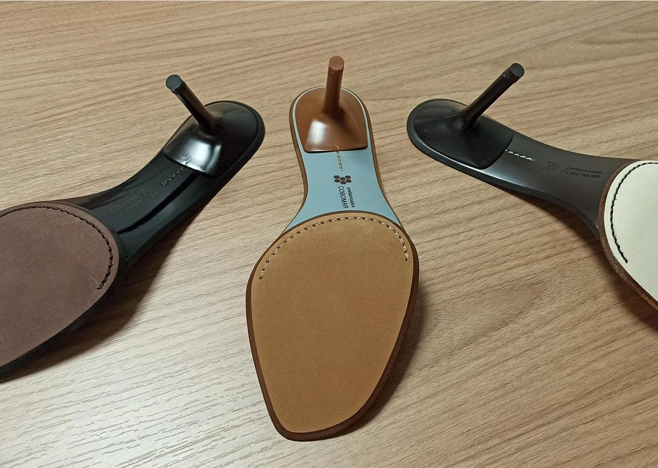 2-piece leather sole with painted heel